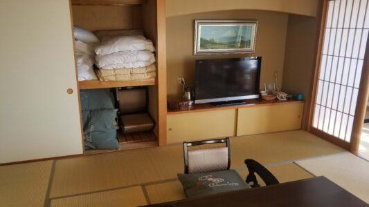 伊豆 稲取東海ホテル湯苑201号室【特別室】_押入れ布団セット
