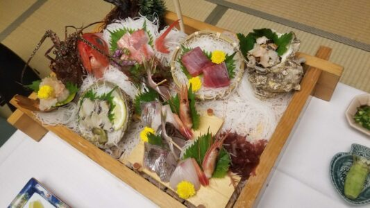 伊豆 稲取東海ホテル湯苑の部屋食ご飯♪料理極盛り!夕食_お造り船盛り2