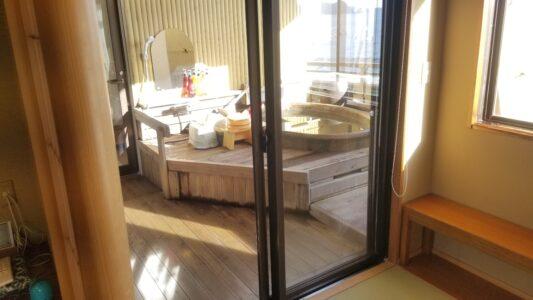伊豆 稲取東海ホテル湯苑 露天風呂付客室201号室(特別室)温泉レポ_引き戸