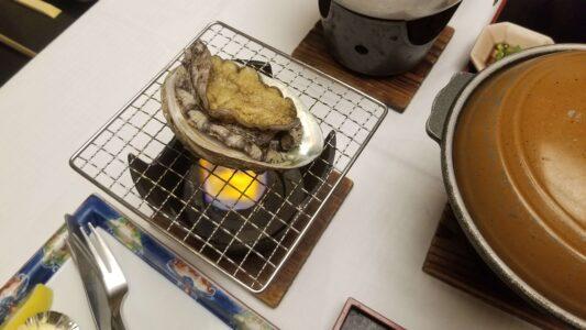 伊豆 稲取東海ホテル湯苑の部屋食ご飯♪料理極盛り!夕食メニュー_アワビの網焼き1